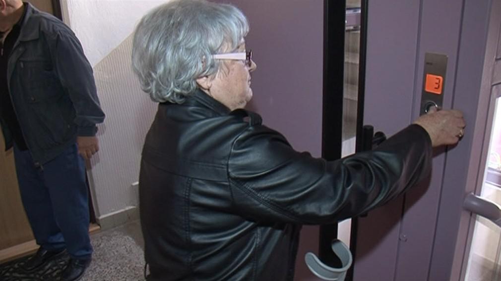 Díky výtahu si mohou jít senioři nakoupit a vyzvednout poštu
