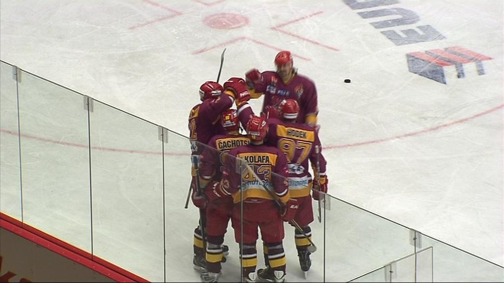 Radost hokejistů Jihlavy, kteří se posouvají v tabulce stále výš