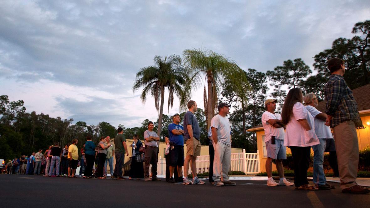 Fronta před volební místností ve floridském Fort Myers