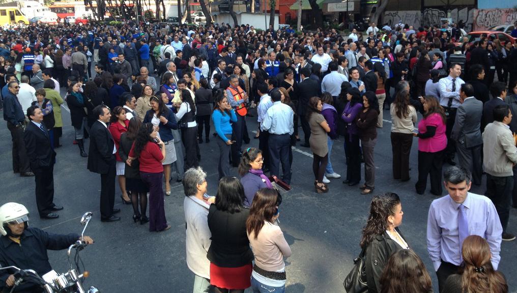 Lidé opustili kvůli otřesům budovy