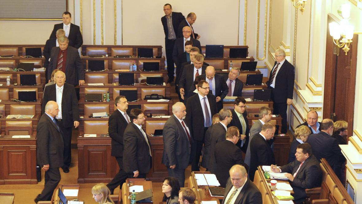 ČSSD opouští lavice na protest proti jmenování Romana Pekárka poslancem