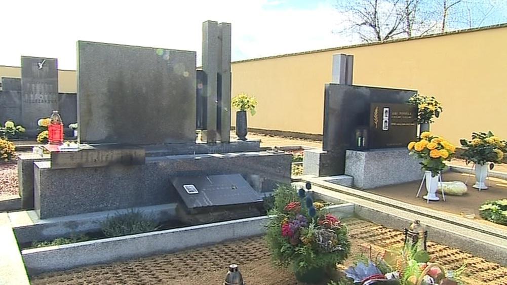 Vranovický hřbitov dnes opouštěl poslední kameník