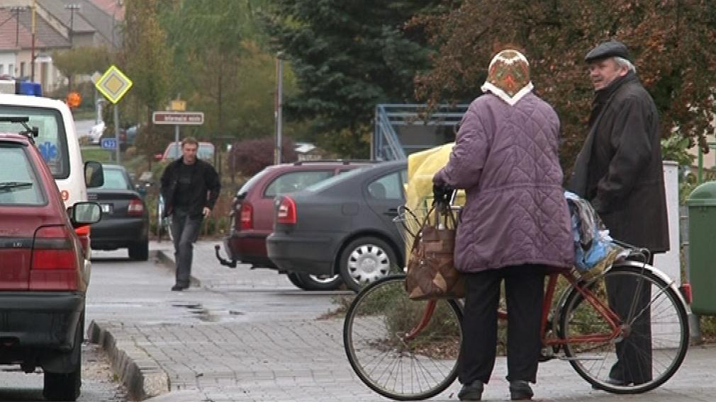 Na kole jezdí v Josefově skoro každý