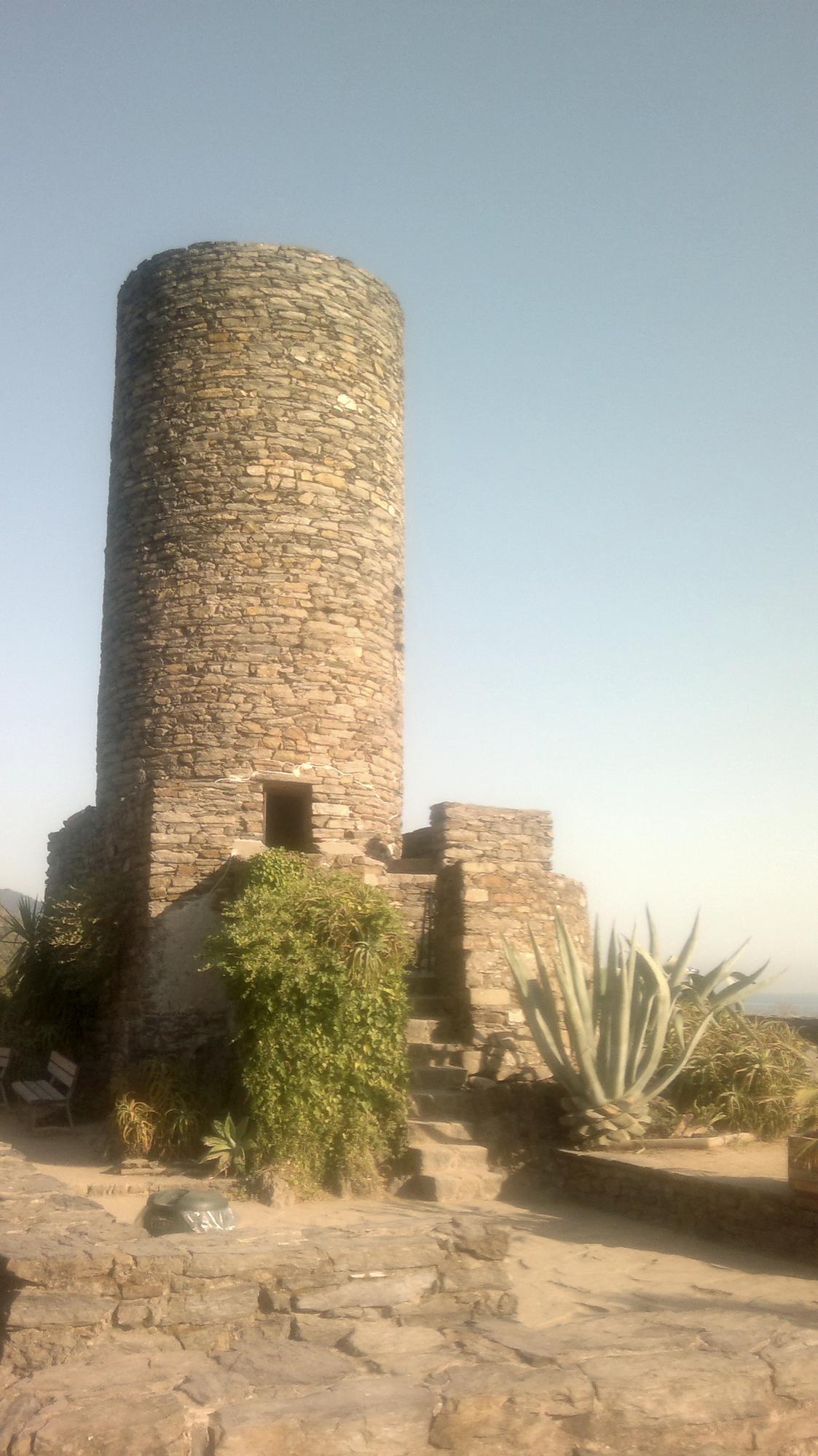Nad Vernazzou se tyčí zbytky pevnosti