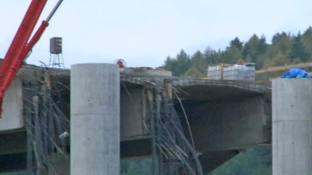 Zřícený most u obce Kurimany