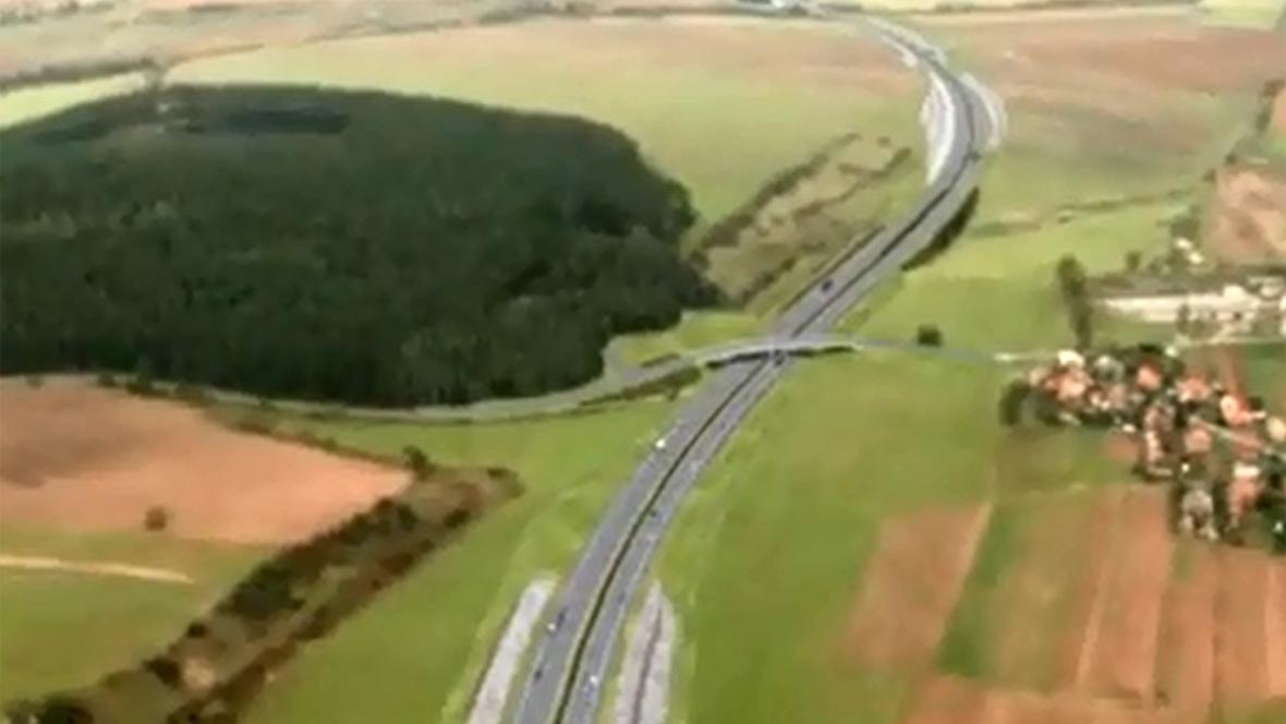 Takto by měl vypadat hotový most nad dálnicí D1