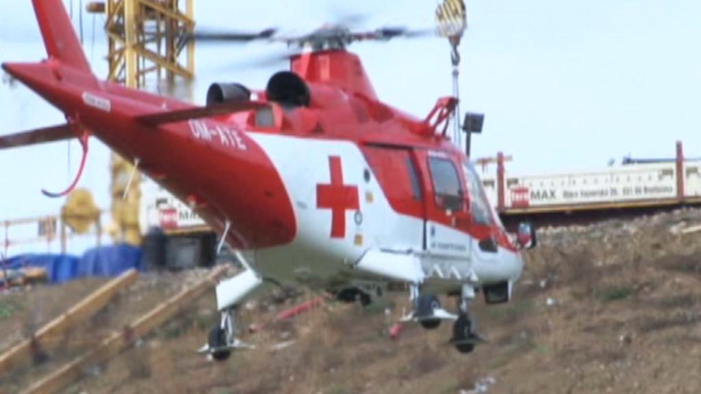 Vrtulníky odvážejí raněné od mostu u Kuriman