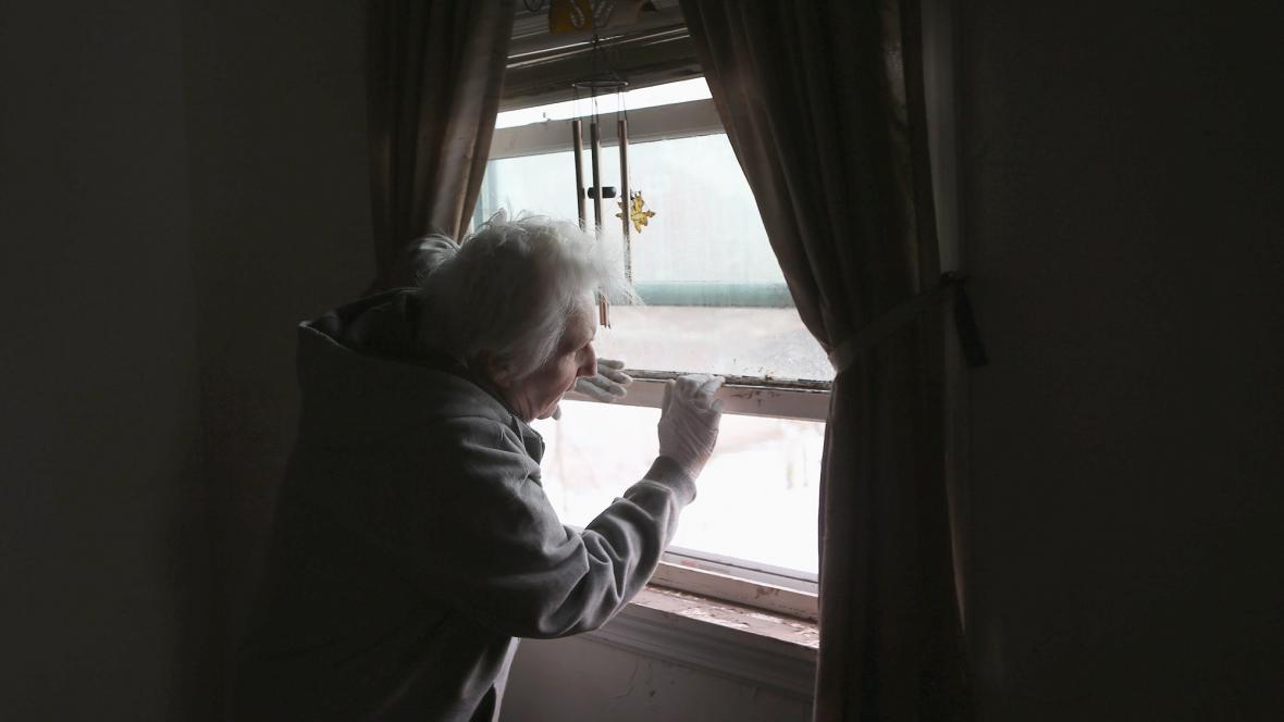 Hurikán uvěznil mnoho starých lidí v jejcih bytech