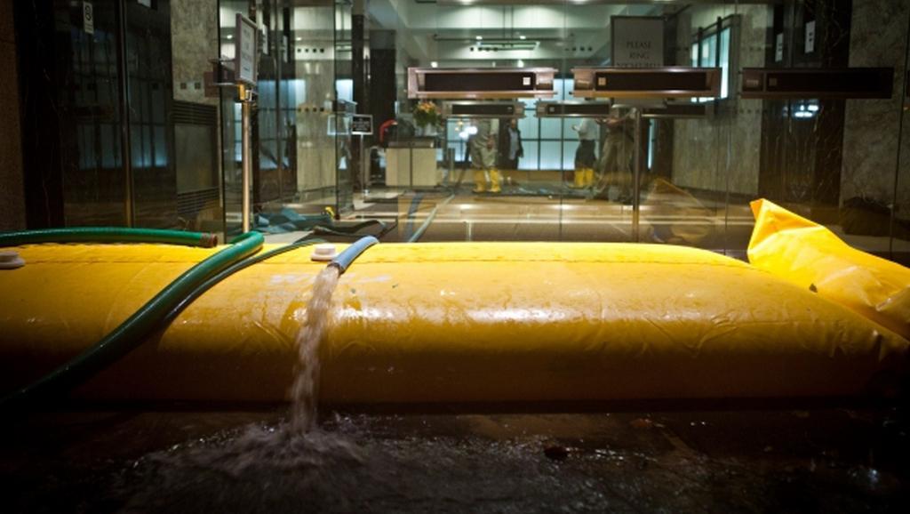 Přečerpávání vody z newyorských vestibulů