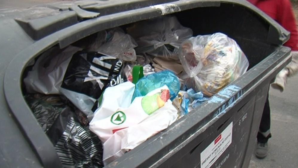 Za odvoz odpadu dluží například i děti z dětských domovů