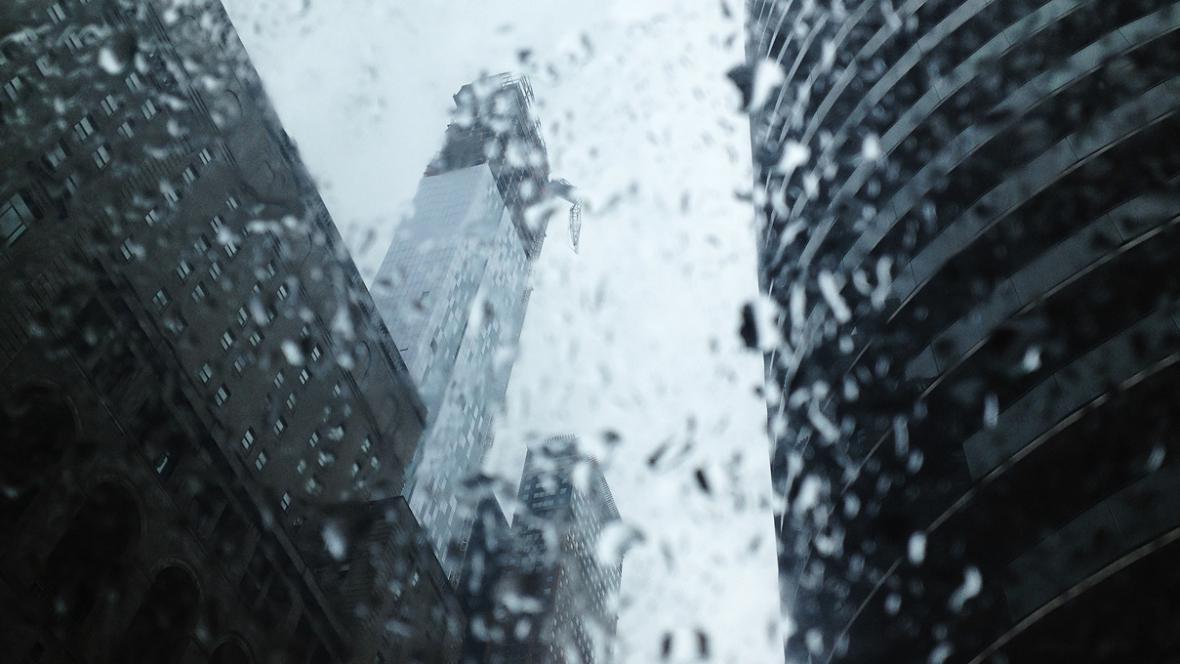 Ulomený jeřáb ohrožuje Manhattan