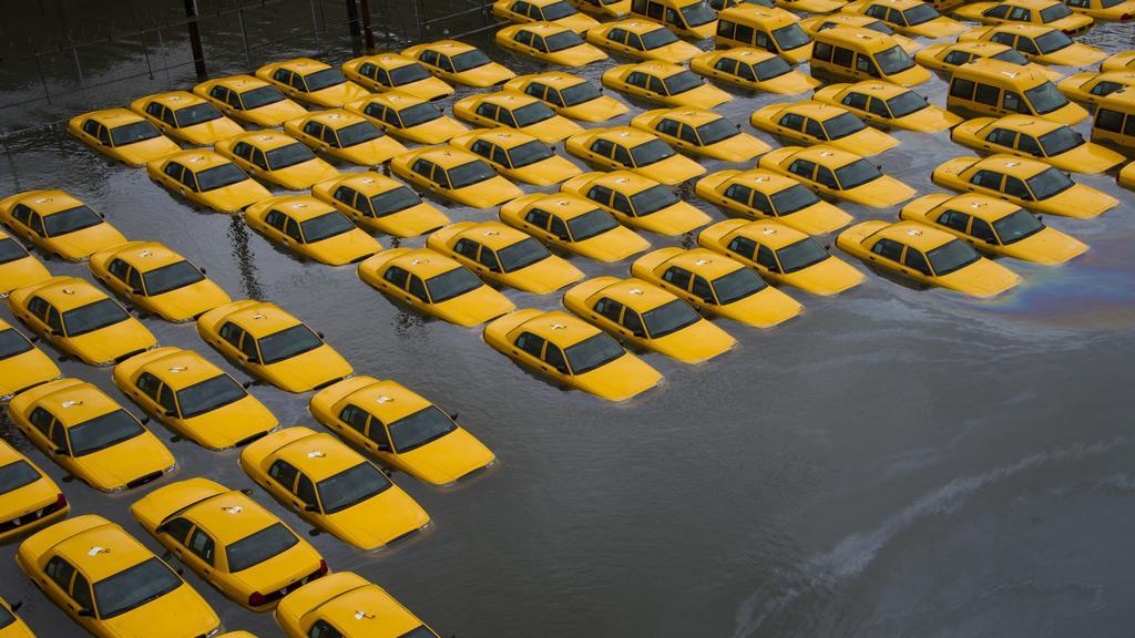 Obětí Sandy se staly i žluté newyorské taxíky