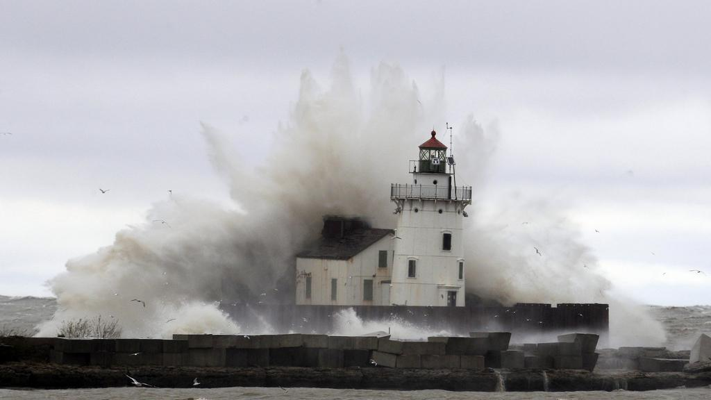 Sandy rozbouřila Erijské jezero