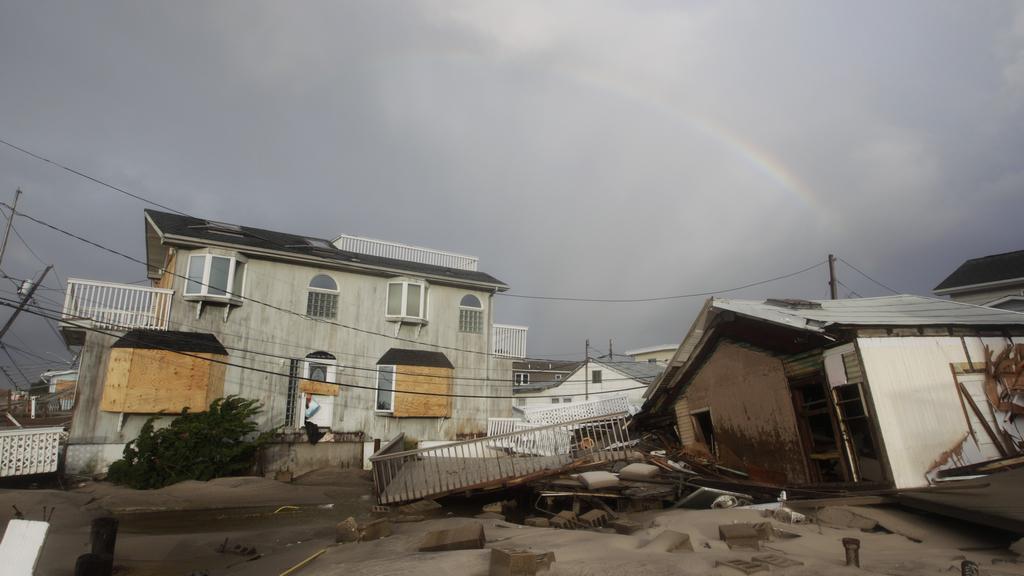 Zdevastované pobřeží po přechodu Sandy