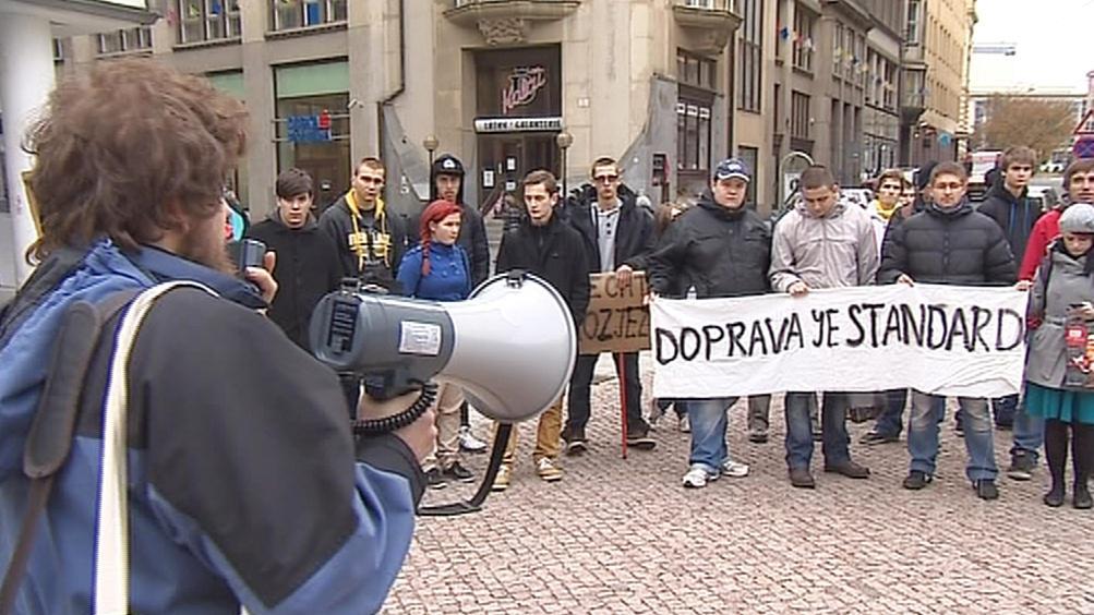 Studenti v Brně protestovali proti zdražení nočního jízdného