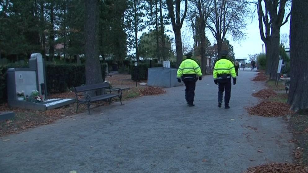 Policisté hlídkují na Ústředním hřbitově v Brně takřka nonstop