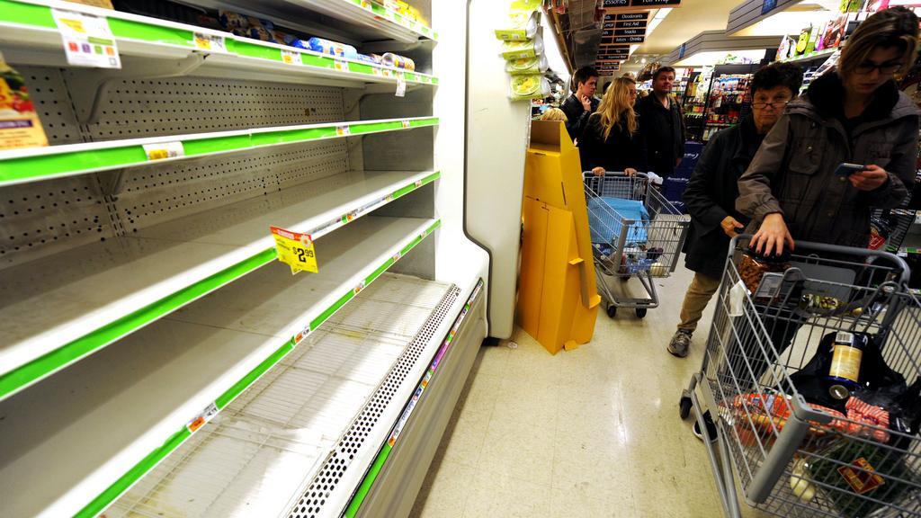 Prázdné regály amerických obchodů
