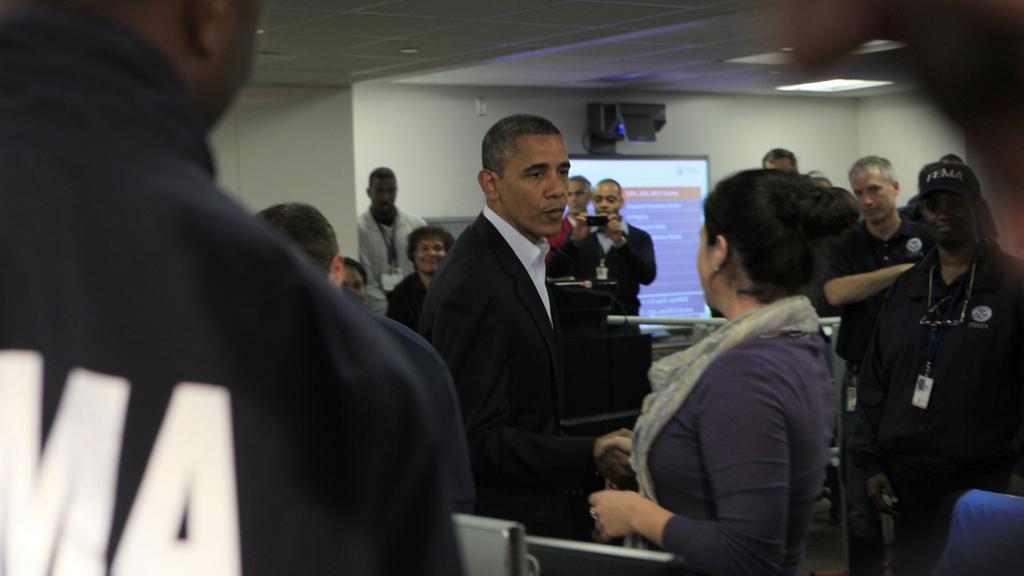 Obama sleduje přípravy na hurikán Sandy