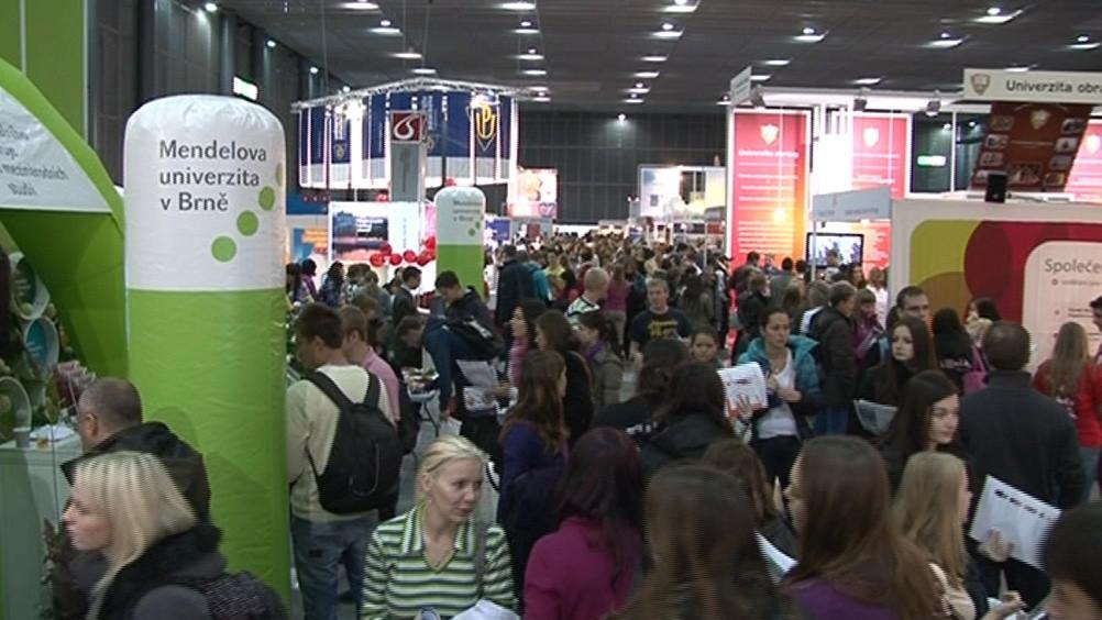 Gaudeamus každoročně navštíví 30 tisíc lidí, převážně středoškoláků