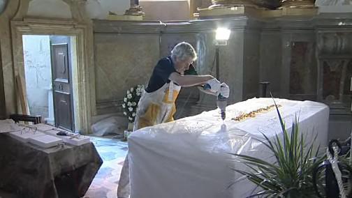 Poslední práce na sarkofágu pro kardinála Špidlíka