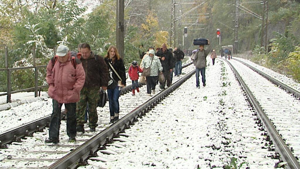 Sníh zastavil i dopravu na železnici