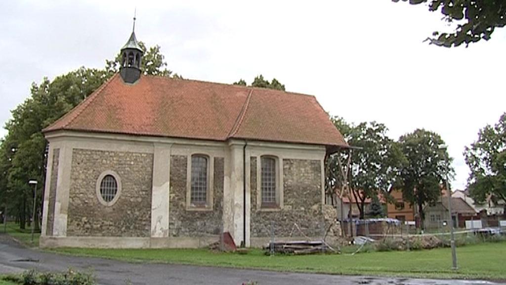 Lenešický kostel v červenci 2011