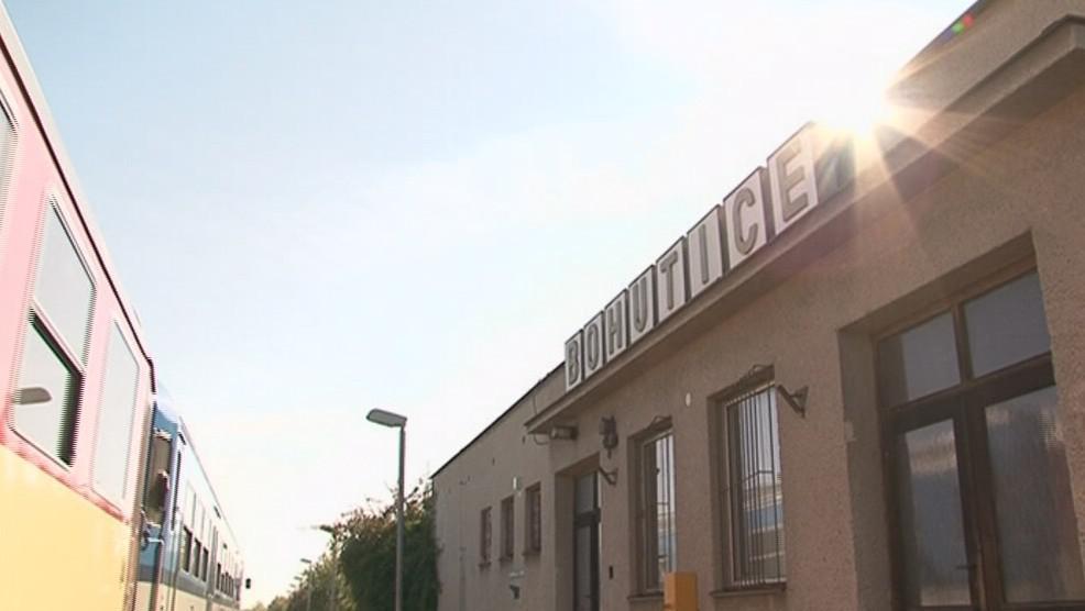 O nádražní budovu museli v Bohuticích bojovat, teď je zavřená