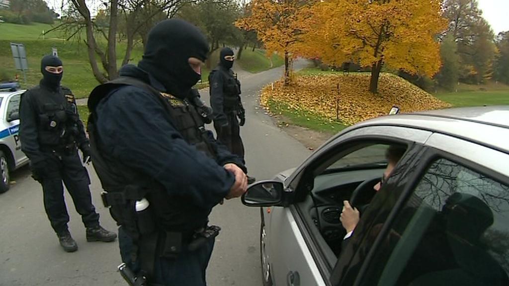 Policisté hlídají okolí Hotelu Lázně Kostelec