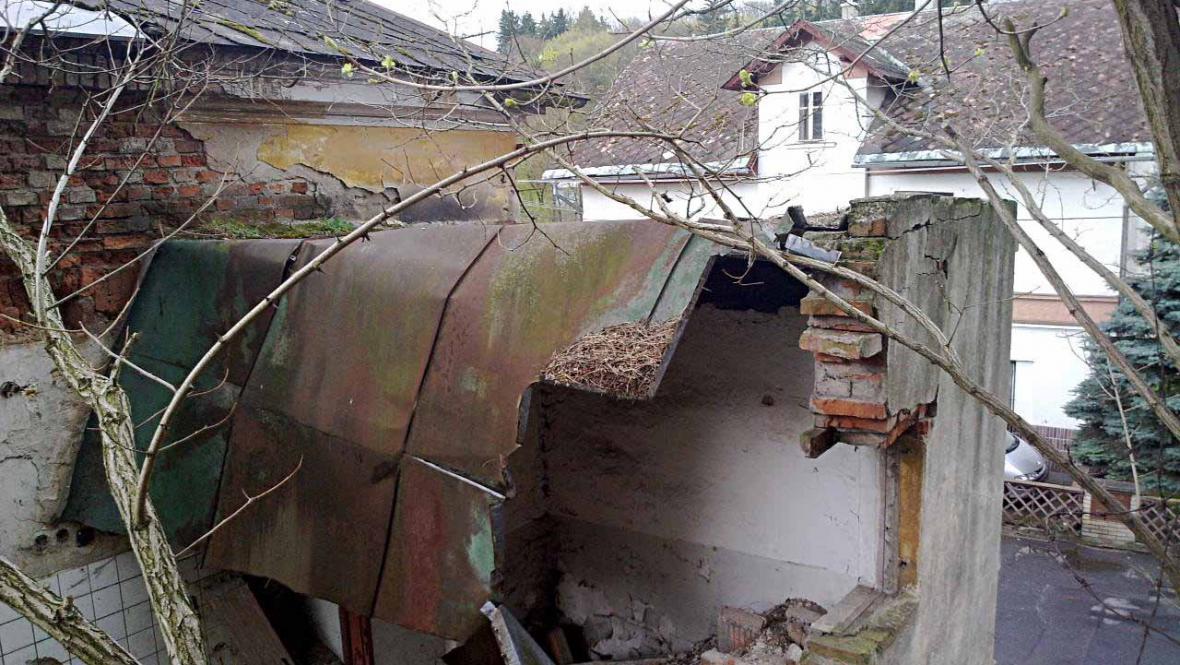 Bývalý hotel Praha (zničená krytina střechy)