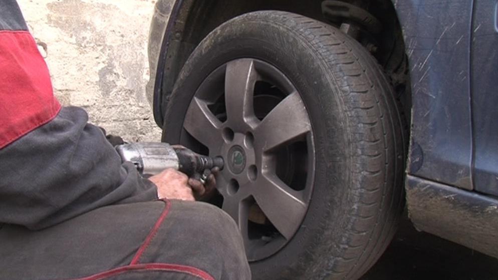 Řidiči by mezi 1. listopadem a 31. březnem měli mít zimní gumy