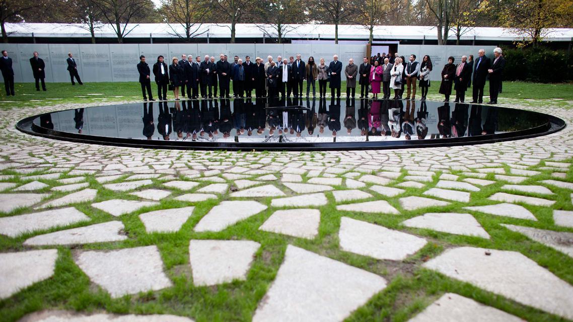 Odhalení památníku romským obětem v Berlíně