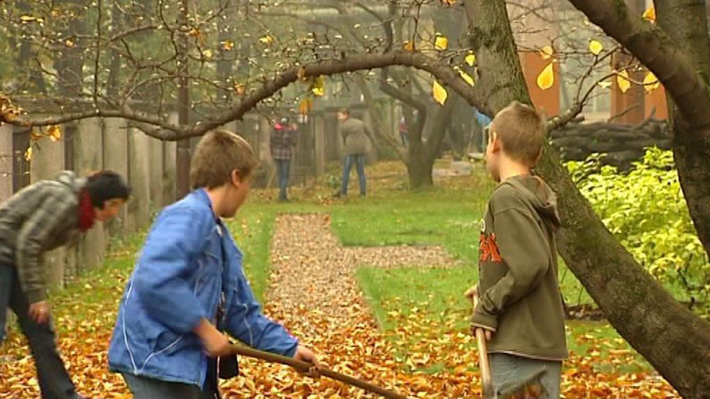 Děti před třineckou základní školou
