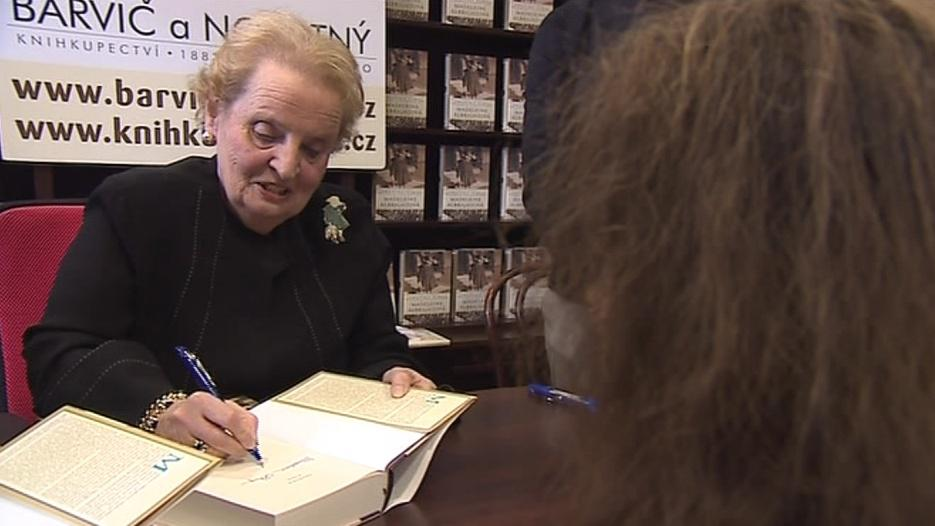 Madeleine Albrightová podepisovala čtenářům svoji nejnovější knihu