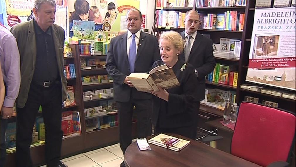 Albrightová přečetla ukázku ze své knihy