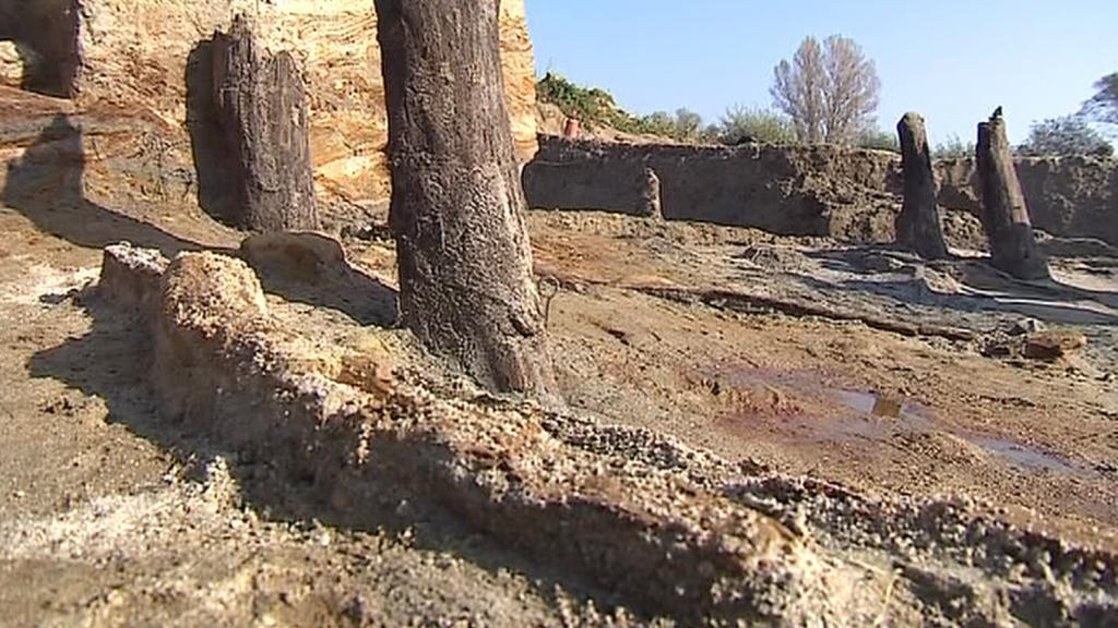 Pozůstatky mostu v Mikulčicích