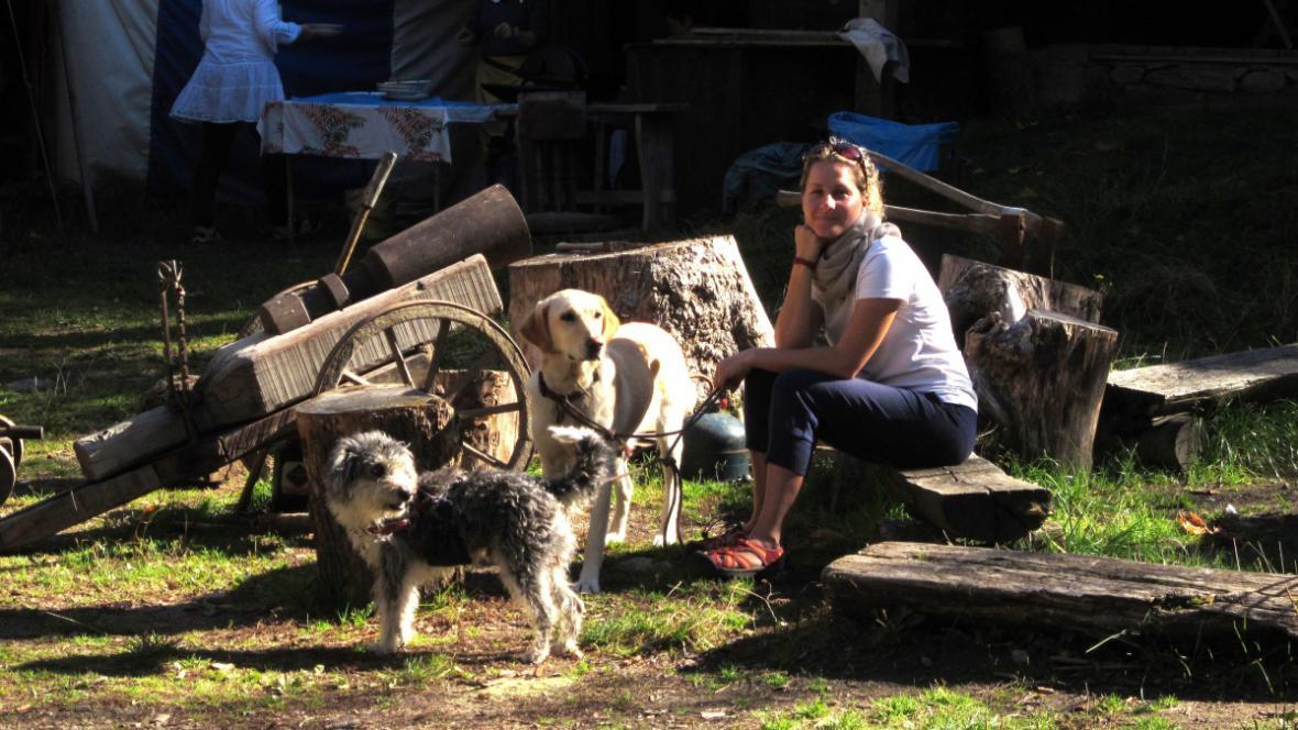 Pes Karel ve své nové rodině