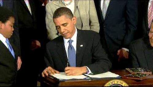 Barack Obama podepisuje zdravotní reformu