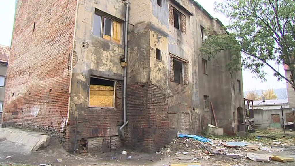 Polorozbořený dům v Předlicích