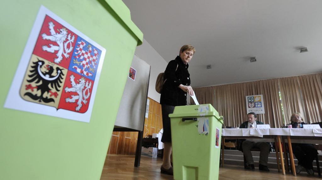 Volební místnosti se po týdnu otevřely pro druhé kolo voleb do Senátu