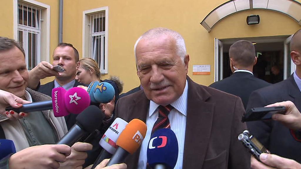 Václav Klaus po odevzdání hlasu na Praze 8