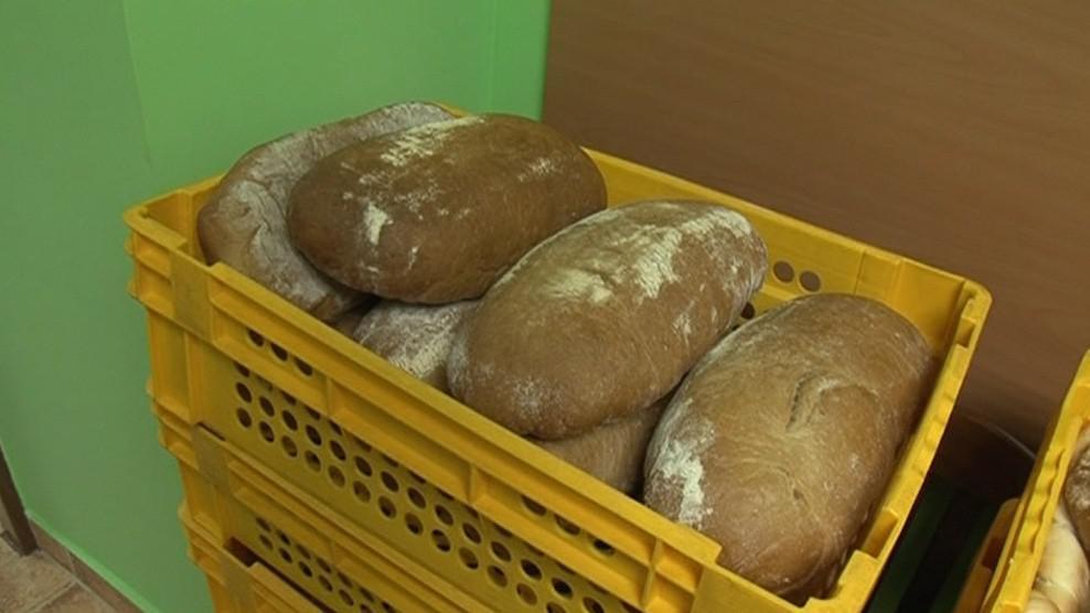 Chleby i rohlíky prodávají na úřadě za nákupní cenu