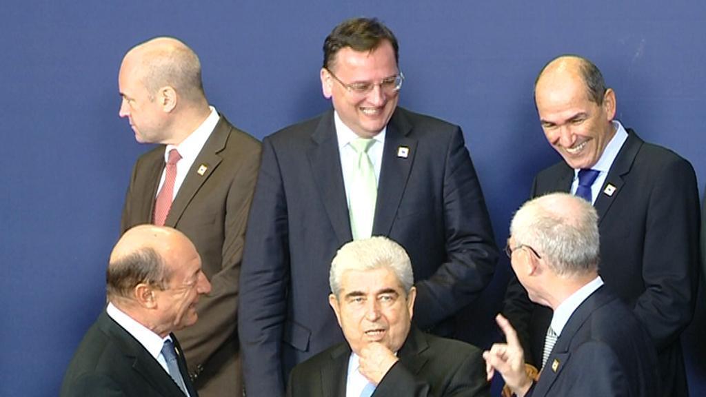 Premiér Petr Nečas při focení lídrů evropské sedmadvacítky