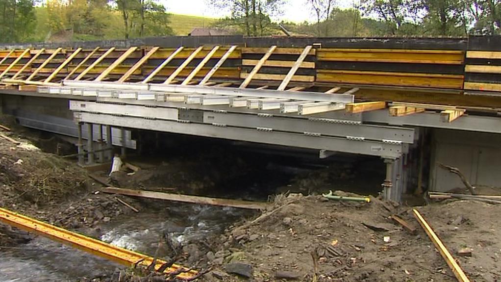Oprava mostu v Čábuzích