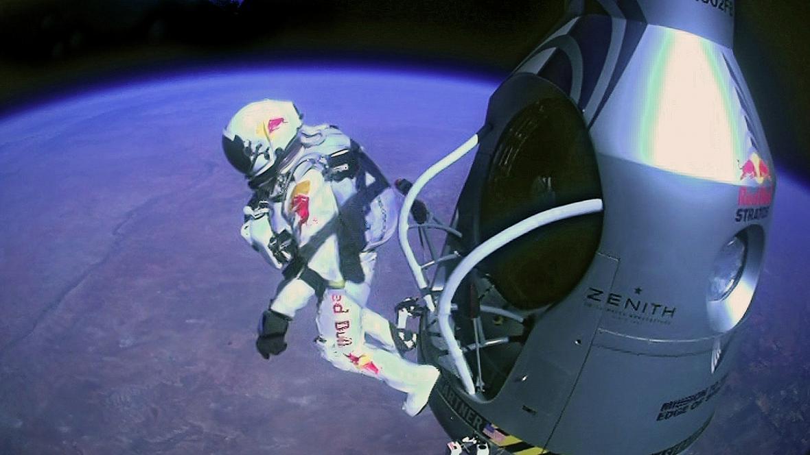 Rekordní seskok Felixe Baumgartnera