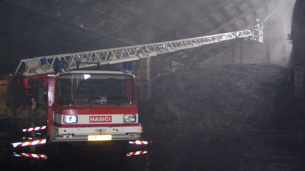 Zásah hasičů v areálu Zetoru