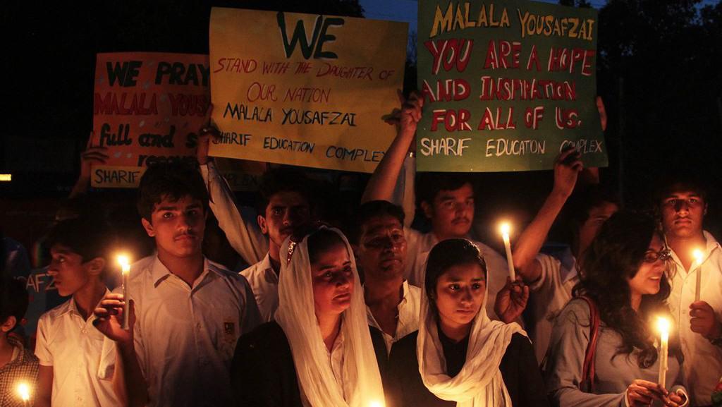 Lidé se modlí za Malalaj Júsufzaiovou