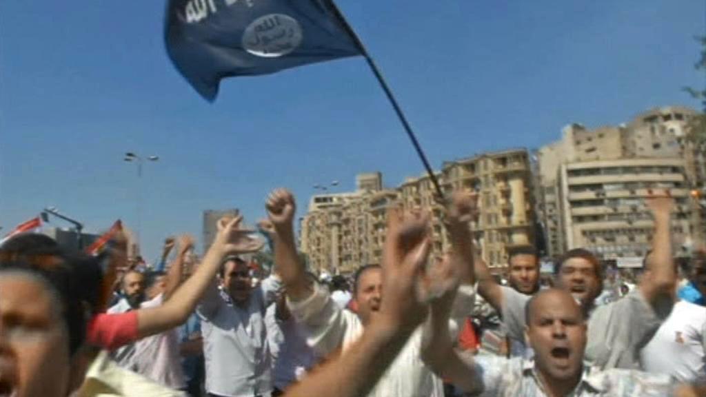 Na Tahríru se střetli Mursího odpůrci a příznivci