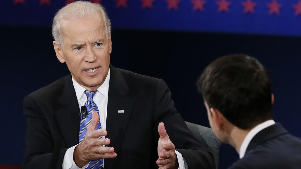 Současný viceprezident Joe Biden v debatě s kandidátem na viceprezidenta Paulem Ryanem