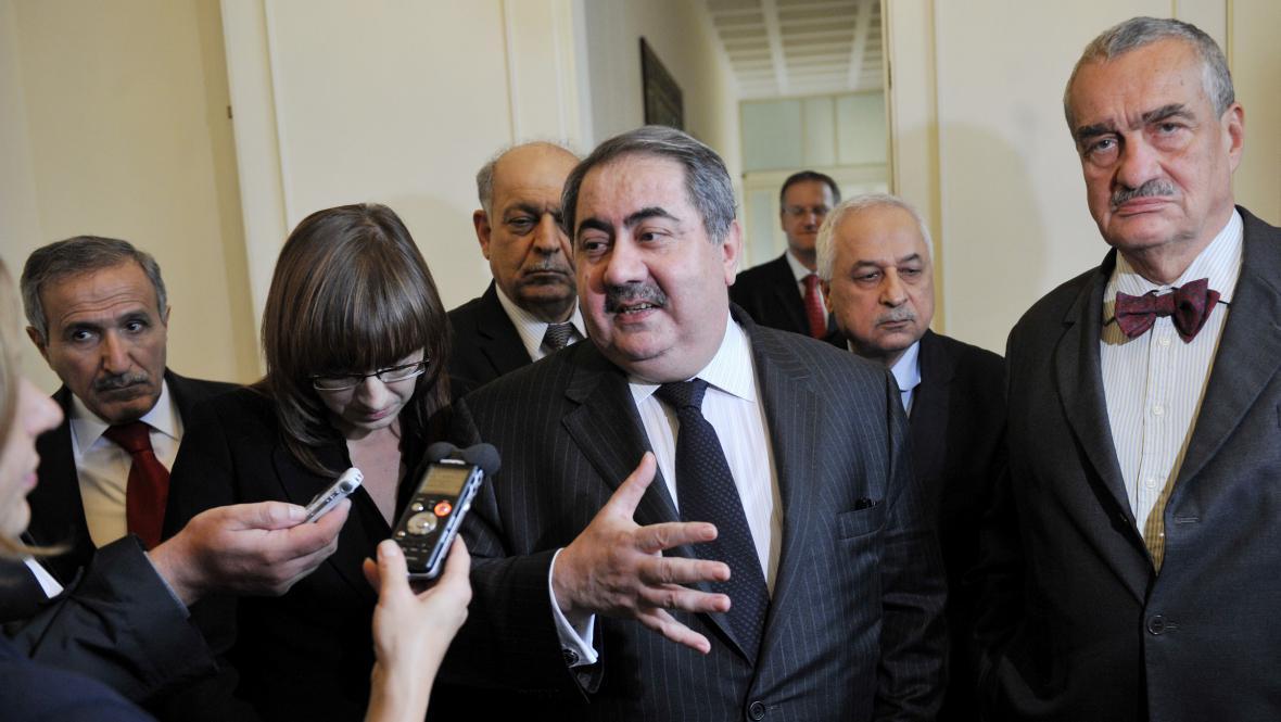 Miinistr zahraničí Karel Schwarzenberg a jeho irácký protějšek Hošjar Zibarí (uprostřed)