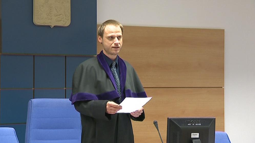 Soudce policistu obvinění zprostil